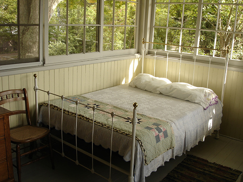 sleeping-porch-bed-design-ideas